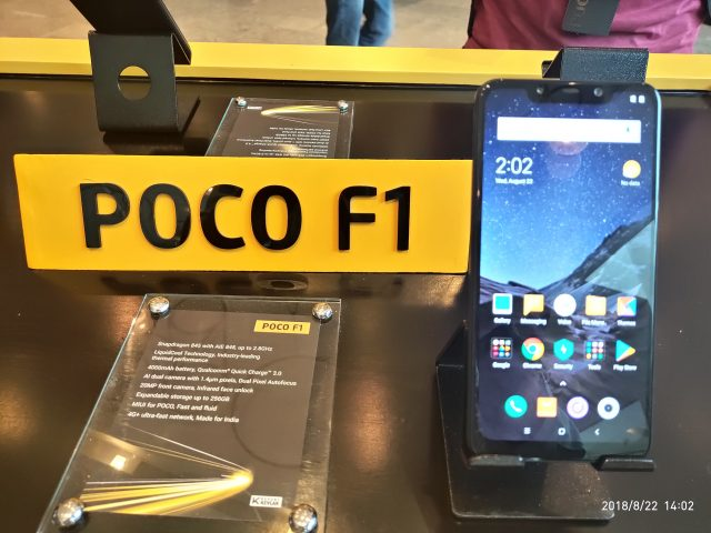смартфон Poco F1